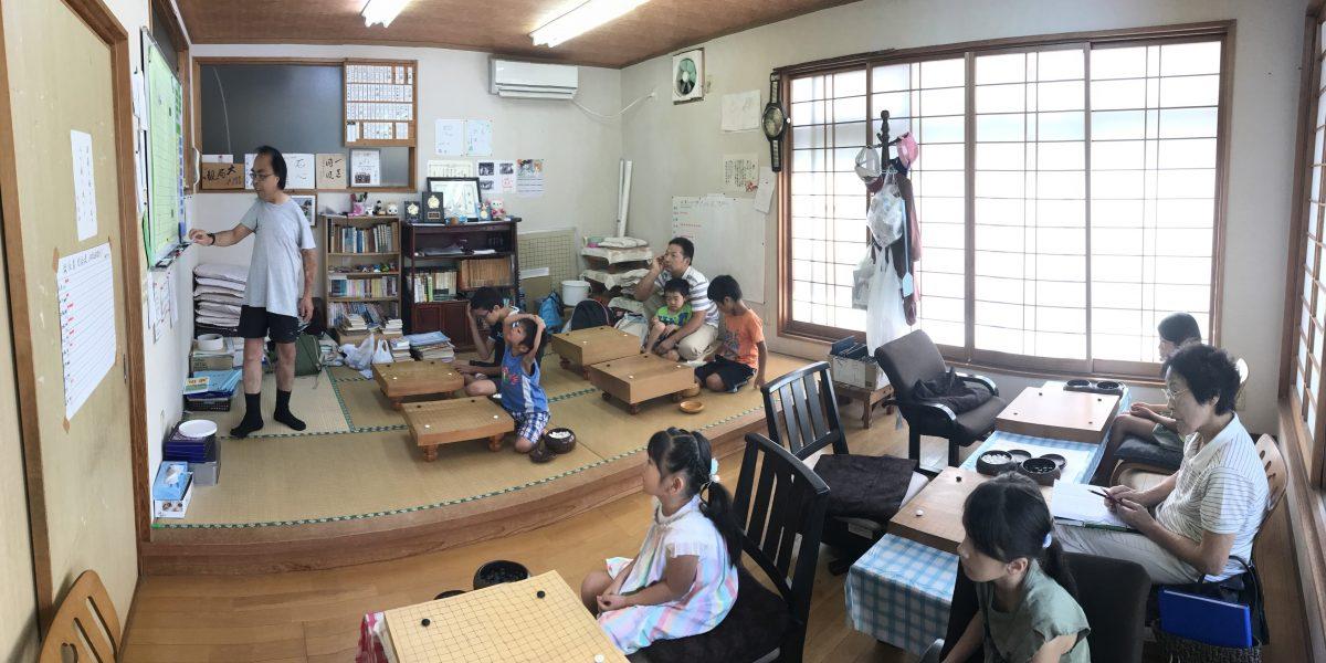 大人も子どもも一緒に学べる囲碁教室です